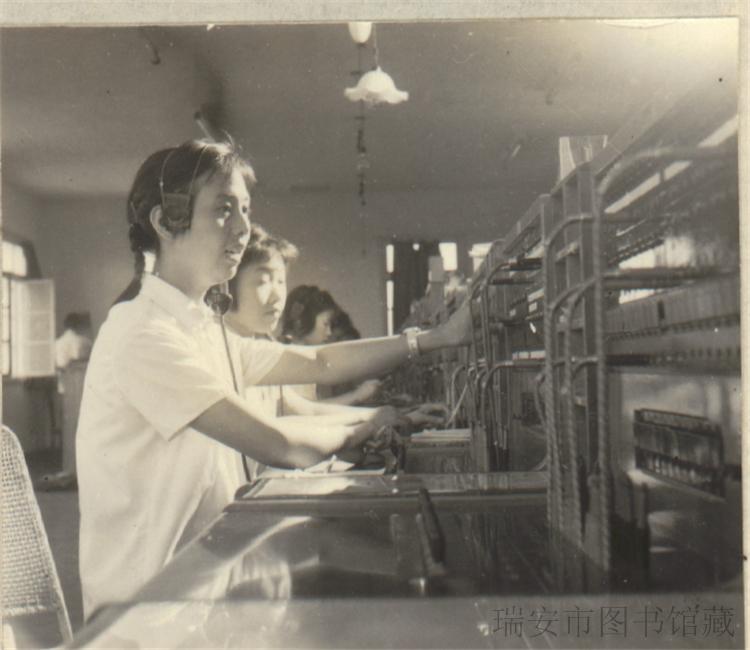 电话接线员在工作中
